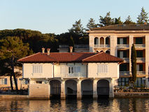 Bootpakhuis, Brijuni, Kroatië stock afbeeldingen