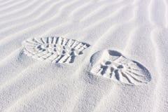 Bootprint de las ondulaciones de las dunas de arena Fotos de archivo