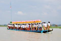 Bootras in het festival van Phaung Daw Oo stock afbeeldingen