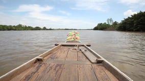 Bootrit toneel op Bangpakong-rivier stock videobeelden