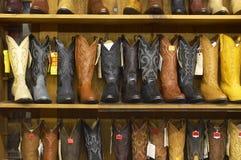 boots полки ковбоя польностью новые стоковые изображения rf