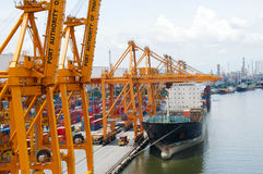 Boots-Fracht-Transport- und Bangkok-Stadt Stockfotografie