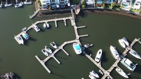 Boots-Harbour View-Kanal-Zustand und RiverLinks-Zustand nahe bei Coomera-Fluss-Hoffnungs-Insel, Gold Coast stock footage