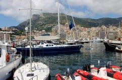 Boots-Jachthafen auf dem Meer Stockbilder