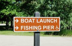 Boots-Produkteinführung und Fischen-Pier Lizenzfreie Stockfotos