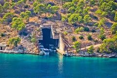 Boots- und Unterseebootschutz auf Brac-Insel stockfotos