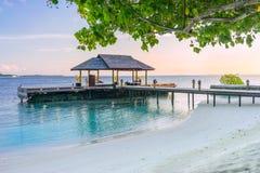 Bootsanlegestelle in den Malediven Stockbilder