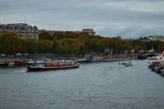 Bootsausflug auf der Seine in Paris, Frankreich stockbild