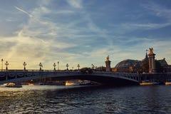 Bootsausflug auf der Seine in Paris, Frankreich lizenzfreie stockbilder