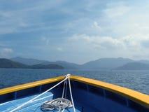 Bootsbogen mit Seil Stockfotografie