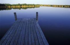 Bootsbrücke am See neusiedl Lizenzfreie Stockfotos