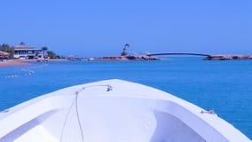 Bootsfahrt im Meer Lizenzfreies Stockfoto