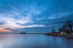 Bootshäuser an einem See Stockfoto