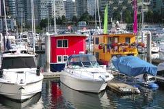 Bootshäuser in im Stadtzentrum gelegenem Vancouver BC Kanada. Lizenzfreie Stockfotos