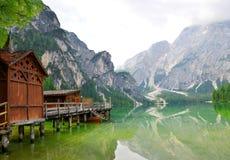 Bootshaus bei Lago di Braies Lizenzfreie Stockfotografie