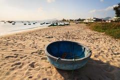 Bootskorb an meinem Hiep-Strand im Sonnenuntergang, Ninh Thuan, Vietnam Lizenzfreies Stockbild