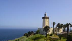 Bootsleuchtturm auf der Grenze zwischen Mittelmeer- und atlantischem Afrika und Europa lizenzfreie stockfotografie
