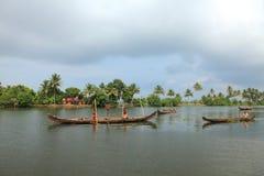 Bootsmänner engagieren sich im Sandbergbau Lizenzfreies Stockfoto