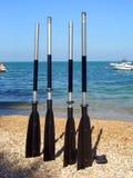Bootspaddel auf einem Strand Stockbilder