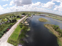 Bootsrampe in den blumigen Sumpfgebieten Lizenzfreies Stockbild