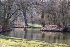 Bootsreise auf einem Fluss Lizenzfreies Stockfoto