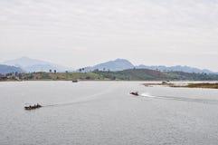 Bootsreise im See Lizenzfreies Stockfoto