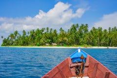 Bootsreise zur Ferntropeninsel Lizenzfreies Stockbild