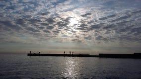 Bootsreisen, die Gesundheit holen, Frischluft auf dem Ufer, lizenzfreie stockbilder