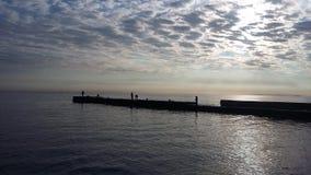 Bootsreisen, die Gesundheit holen, Frischluft auf dem Ufer, stockbilder
