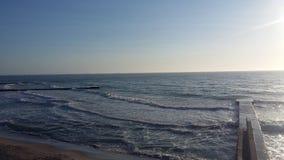 Bootsreisen, die Gesundheit holen, Frischluft auf dem Ufer, stockbild