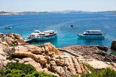 Bootsschwimmen im Meer in Sardinien Lizenzfreie Stockfotografie