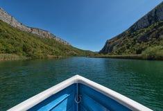 Bootssegeln auf dem Cetina-Fluss Omis Kroatien Stockfotos