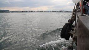 Bootssegeln im Meer stock video