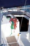 Bootswinden und Segelbootseildetail Stockfotos