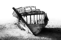 Bootswrack auf Strand Stockfoto