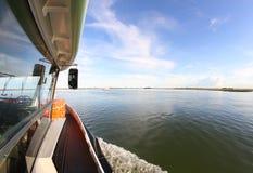 Bootveerboot voor het vervoeren van passagiers in Venetië Stock Afbeelding