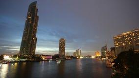 Bootverkeer in de tijdtijdspanne van Bangkok Thailand stock footage