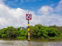Bootverkeersteken bij Tonle-Sapmeer, Kambodja Stock Afbeeldingen