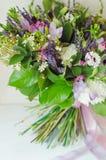 Boquet de la primavera de las flores para el presente imagen de archivo libre de regalías