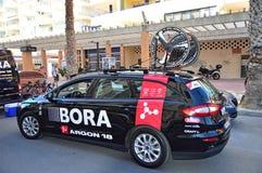 Bora氩18有自行车轮子的队汽车在周期种族期间 免版税库存图片