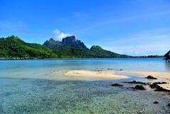 Гора острова Bora Bora стоковые изображения rf