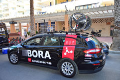 Bora Argon 18 Team Car With Bike Wheels durante la corsa del ciclo Immagine Stock Libera da Diritti