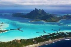 Bora Bora lagun från luften royaltyfri foto