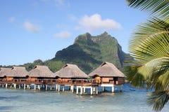 Bora Bora Stelzebungalowe Stockbilder