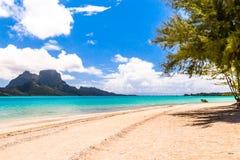 Bora Bora Island, Polinesia francesa Un paraíso verdadero con agua de la turquesa Destino buscado por los pares en luna de miel fotos de archivo libres de regalías
