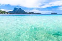 Bora Bora Island, Polinesia francesa Un paraíso verdadero con agua de la turquesa Destino buscado por los pares en luna de miel foto de archivo libre de regalías