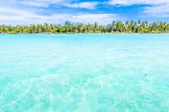 Bora Bora Island, Polinesia francesa Un paraíso verdadero con agua de la turquesa Destino buscado por los pares en luna de miel imágenes de archivo libres de regalías