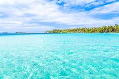 Bora Bora Island, Polinesia francesa Un paraíso verdadero con agua de la turquesa Destino buscado por los pares en luna de miel imagenes de archivo