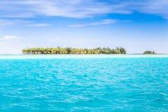Bora Bora Island, Polinesia francesa Un paraíso verdadero con agua de la turquesa Destino buscado por los pares en luna de miel imagen de archivo