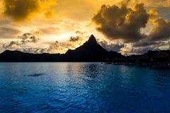 Bora Bora Island, Polinesia francesa Un paraíso verdadero con agua de la turquesa Destino buscado por los pares en luna de miel fotografía de archivo libre de regalías